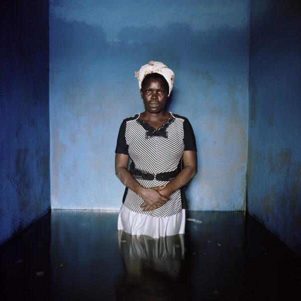 >>submerged portraits<< - Florence Abraham Nigeria, Nomverber 2012 Fotograf: Gideon Mendel