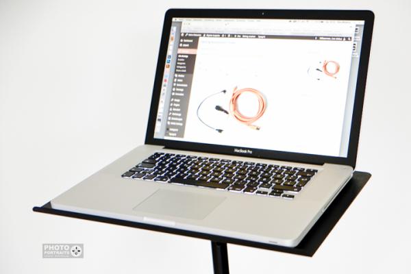tethertools-platte-mit-macbook-720x480